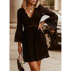 Koronka/Jednolita Długie rękawy/Rozkloszowane rękawy Pokrowiec Nad kolana Mała czarna/Casual Sukienki