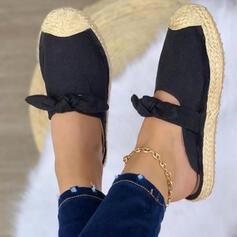 Dla kobiet Skóra ekologiczna Płaski Obcas Sandały Plaskie Bez Pięty Kapcie Round Toe Z Kokarda Tkanina Wypalana Jednolity kolor obuwie