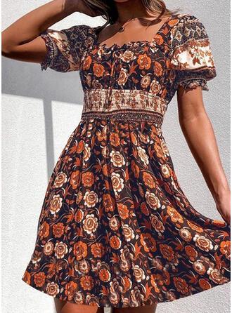 Nadrukowana/Kwiatowy Krótkie rękawy/Bufiaste rękawy W kształcie litery A Nad kolana Casual/Boho/Wakacyjna Sukienki