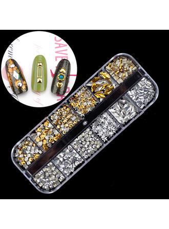 Naklejka Nail Art Zdobienie paznokci złotą folią ()