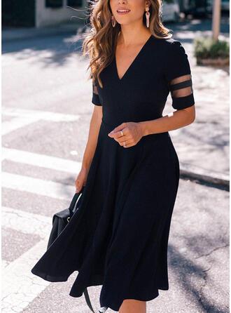 Jednolity Krótkie rękawy Sukienka Trapezowa Łyżwiaż Mała czarna/Elegancki Midi Sukienki